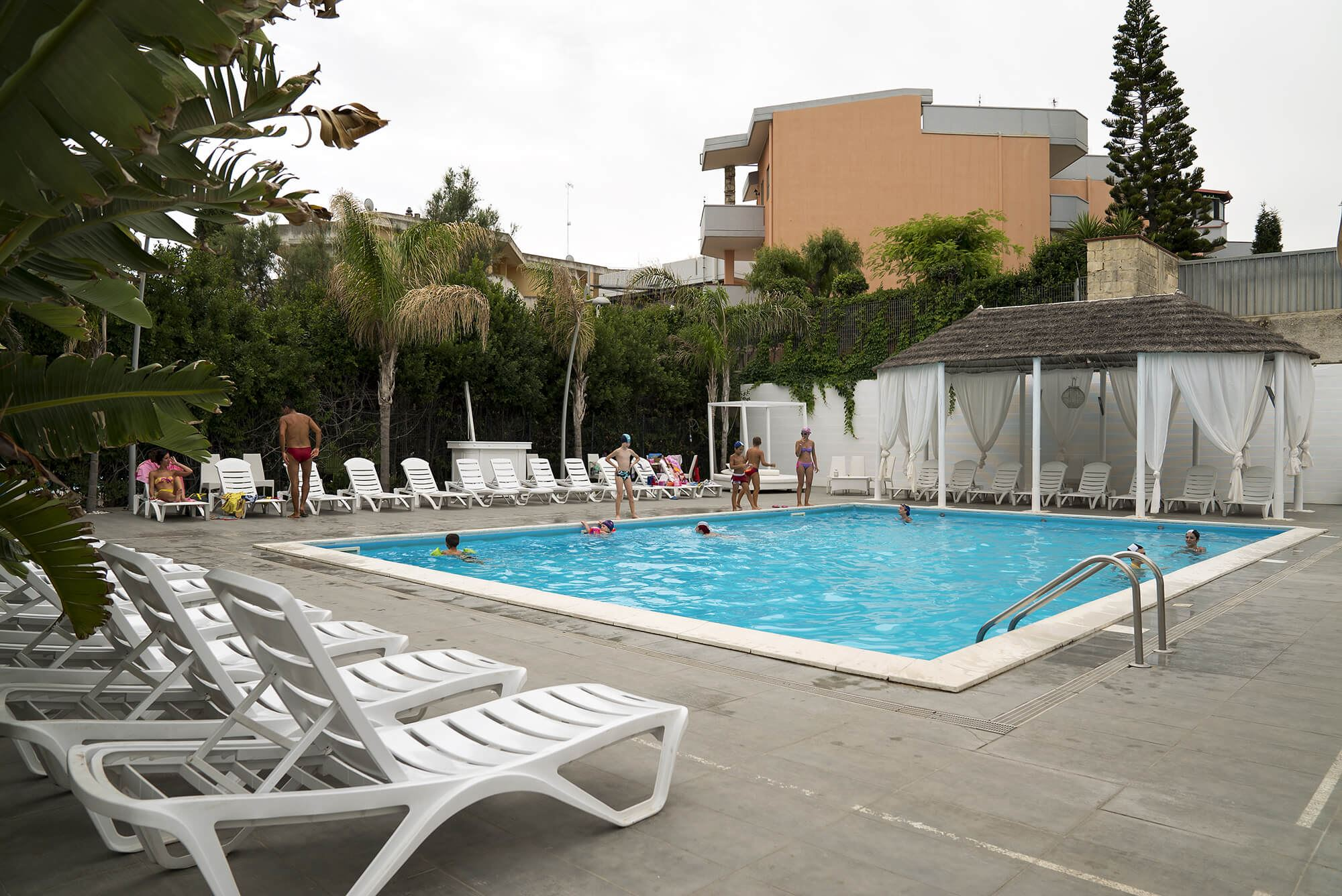 Swimming pool – La Terrazza Hotel